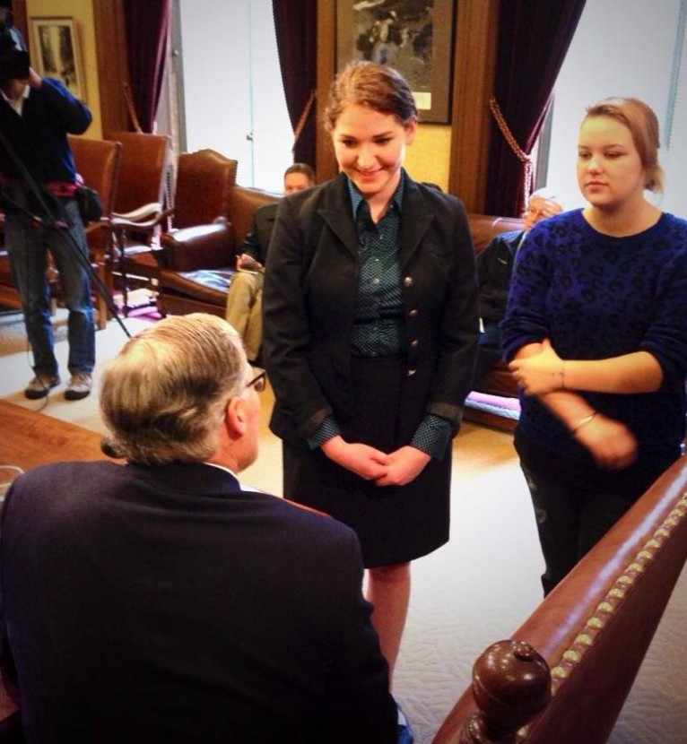 Brandy Sincyr met with Gov. Jay Inslee after he signed the Homeless Children Education Act in 2014. Image courtesy Brandy Sincyr.